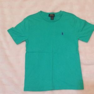 Short sleeve scoop neck t-shirt